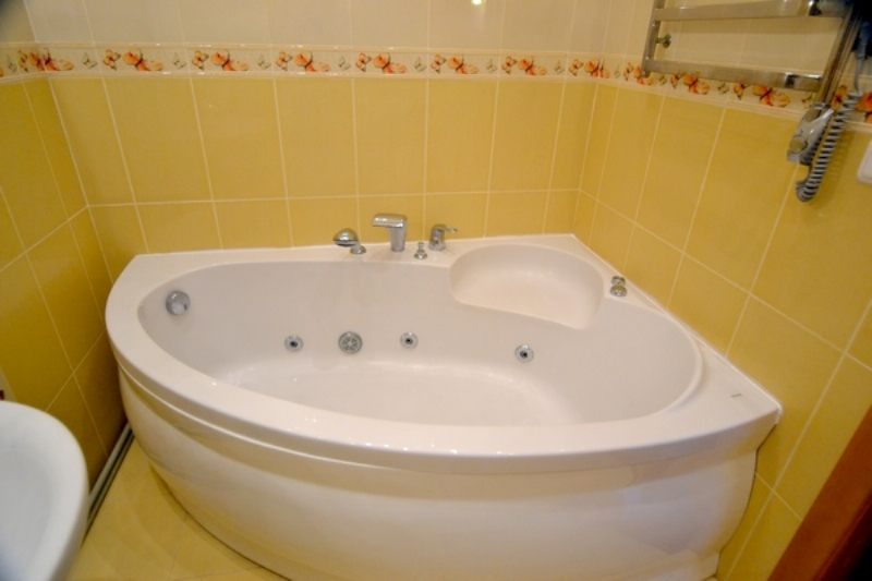Large bathroom with Jacuzzi, shower and bidet.
